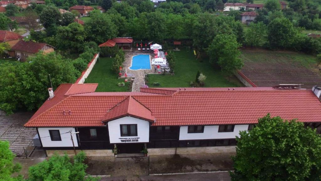 A bird's-eye view of Guesthouse Cherni Lom