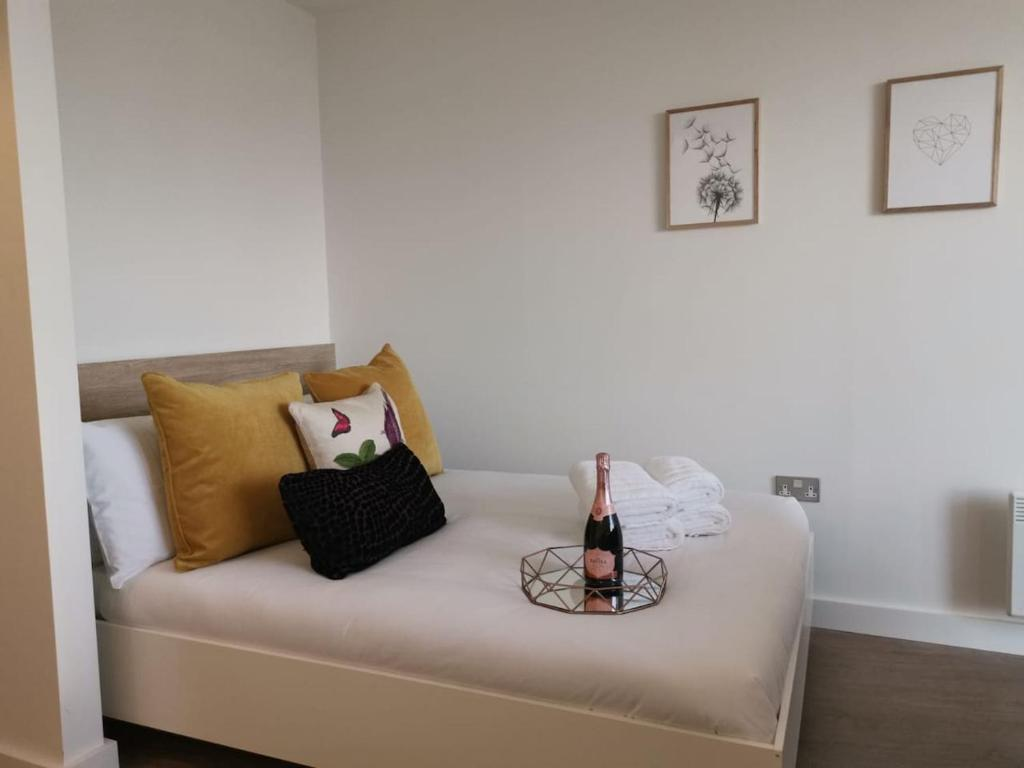 Very Central 2 Mins to Canals 17th Floor City View - Studio Apartment