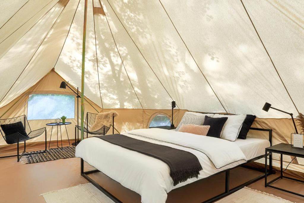 A bed or beds in a room at Polyana Glamping