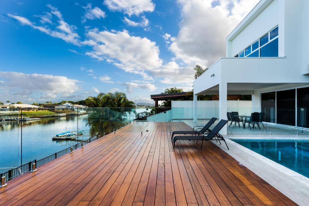 The swimming pool at or near LaVie Waterfront House - 4 Master Rooms
