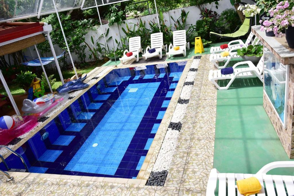 The swimming pool at or close to Colombo Villa at Cambridge Place