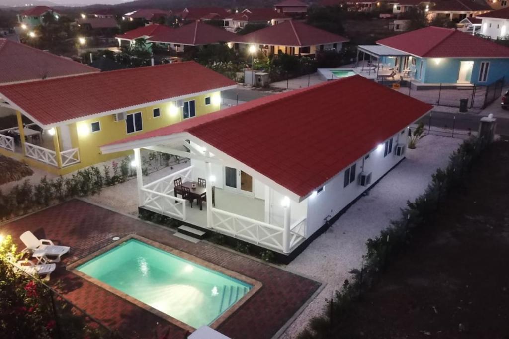 Uma vista da piscina em Villa Porto Marie ou nos arredores