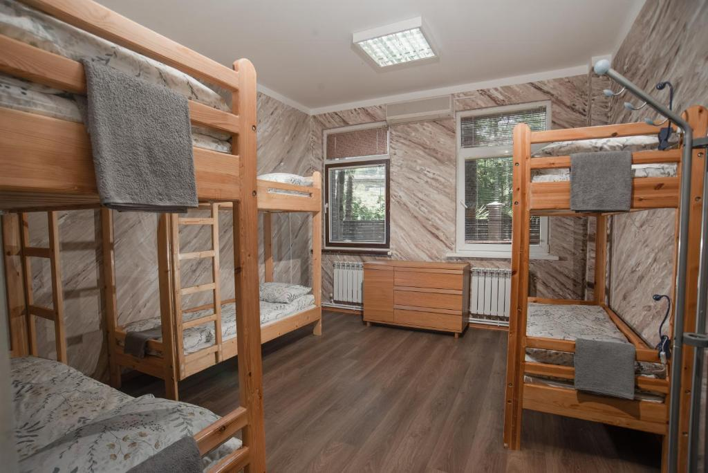 Hostels In Shirokiy Pokos