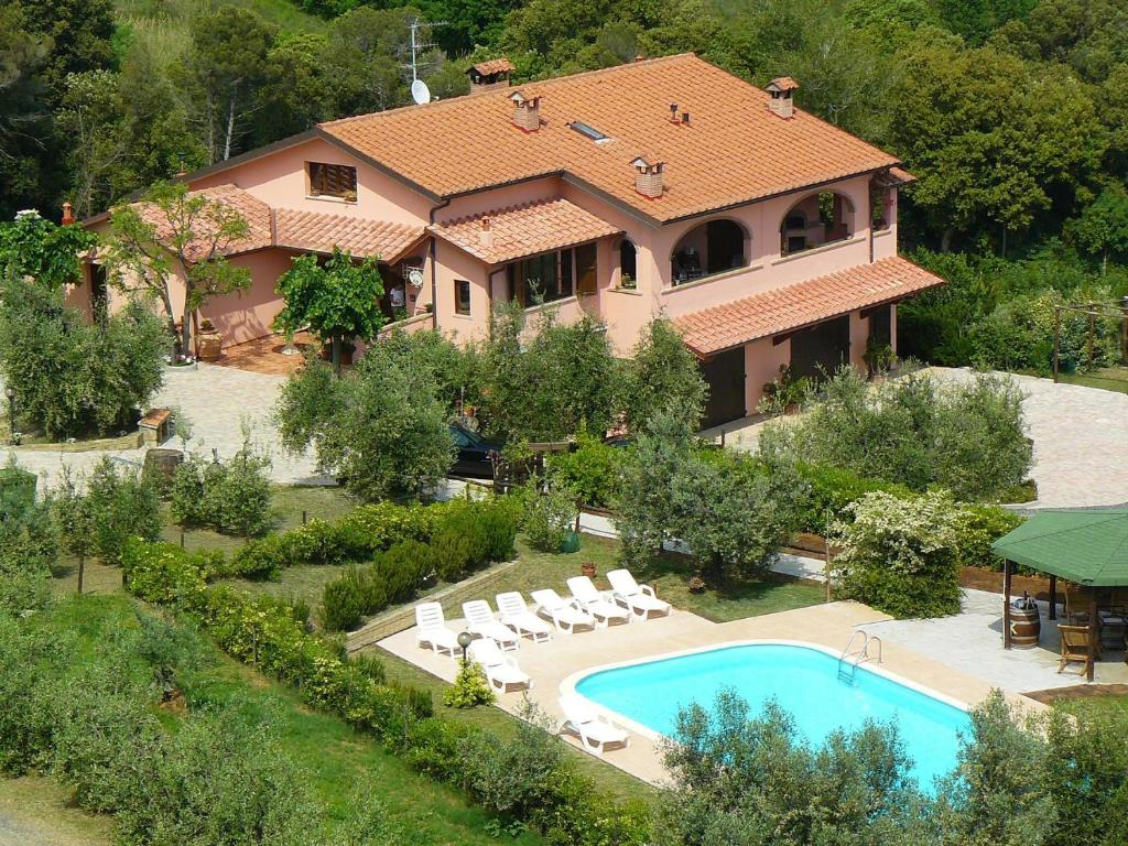 A view of the pool at Agriturismo De Santis or nearby