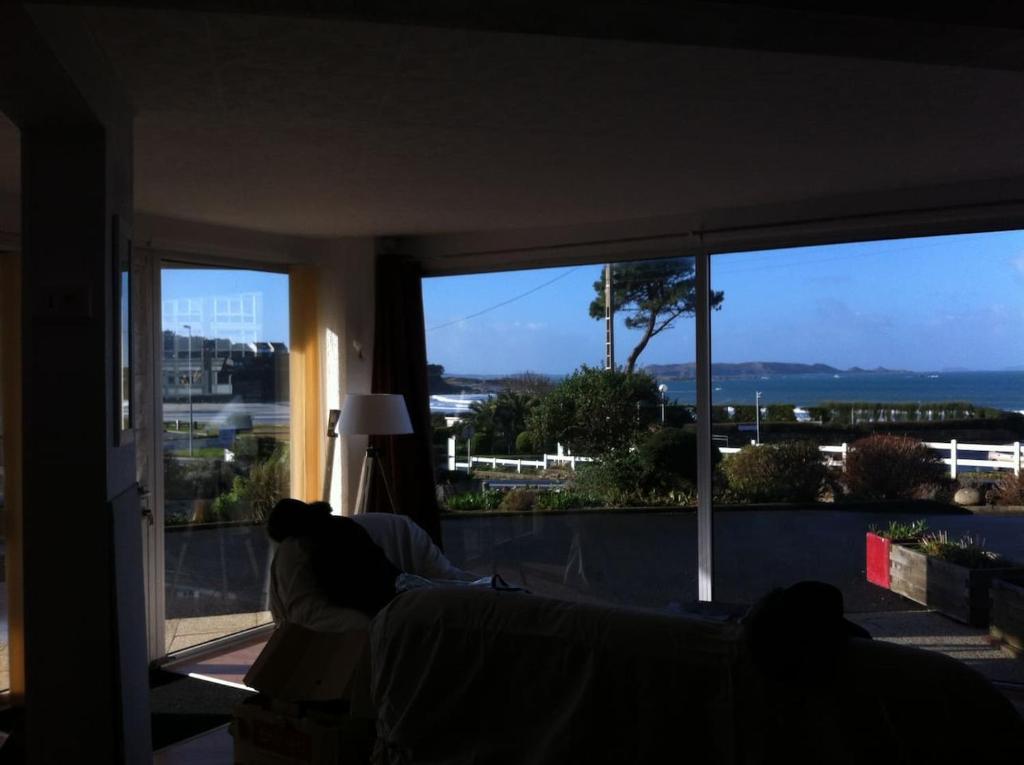 Appartement F3 vue mer imprenable dans résidence -plage 30m - Trevou-Treguignec.