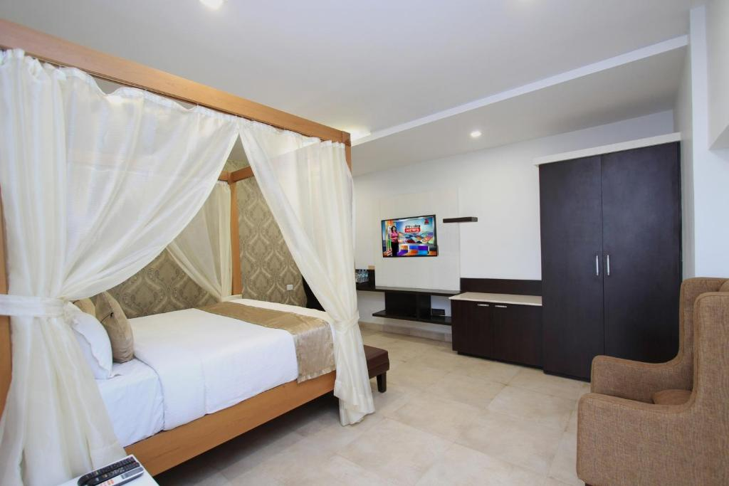 A bed or beds in a room at Ni Ambaari Suites in Mysore