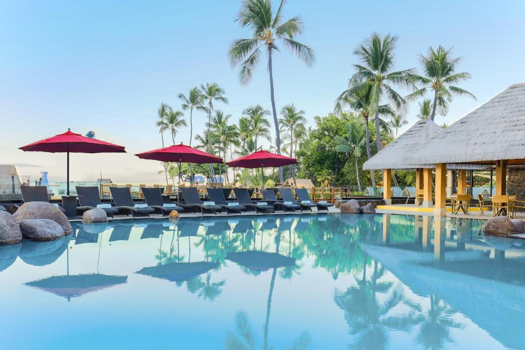 The swimming pool at or close to Courtyard by Marriott King Kamehameha's Kona Beach Hotel