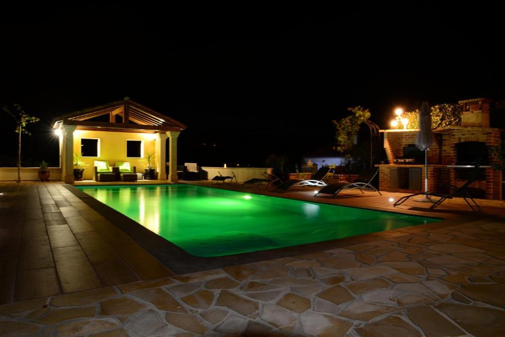 The swimming pool at or close to Villa sainte valière