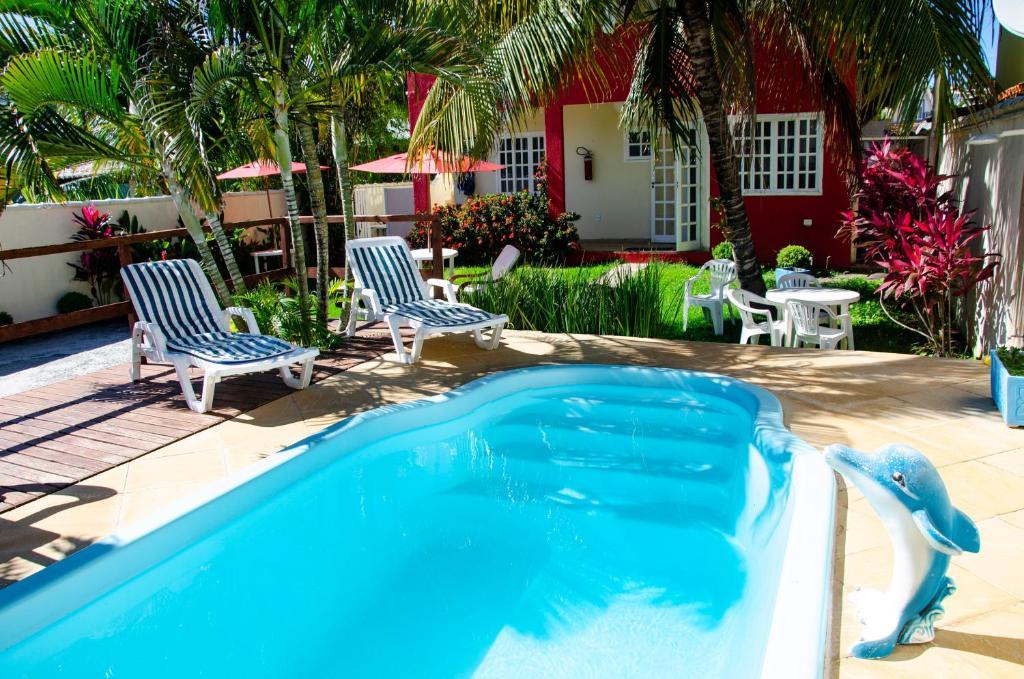 A piscina localizada em Pousada Luzes de Geribá ou nos arredores