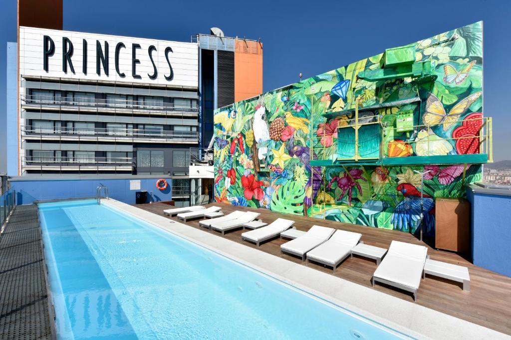 Der Swimmingpool an oder in der Nähe von Barcelona Princess