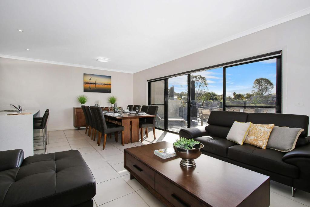 A seating area at Cypress Townhouse 21 - Mulwala