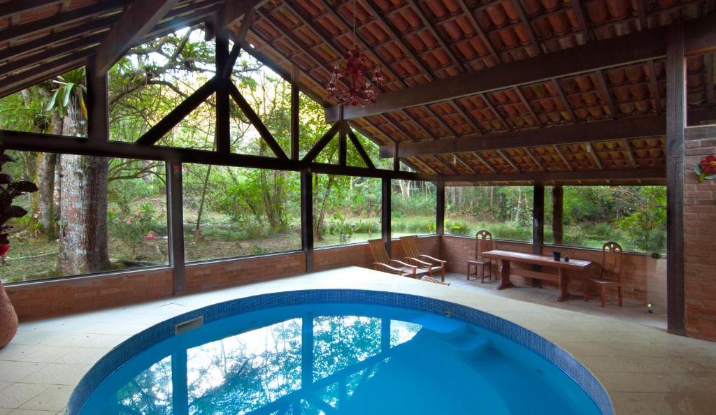 A piscina localizada em Pousada no Caminho do Marimbondo ou nos arredores