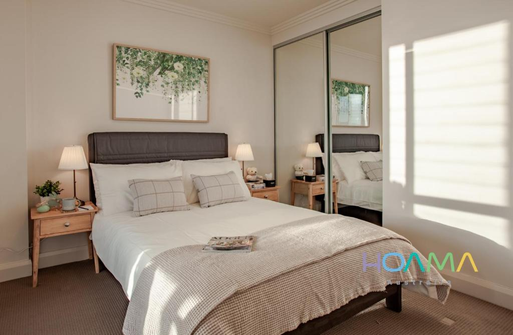 A bed or beds in a room at HOAMA Properties at Australia Tower with Sunrise View