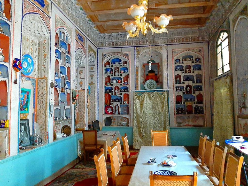 A restaurant or other place to eat at Art Guest House USTO