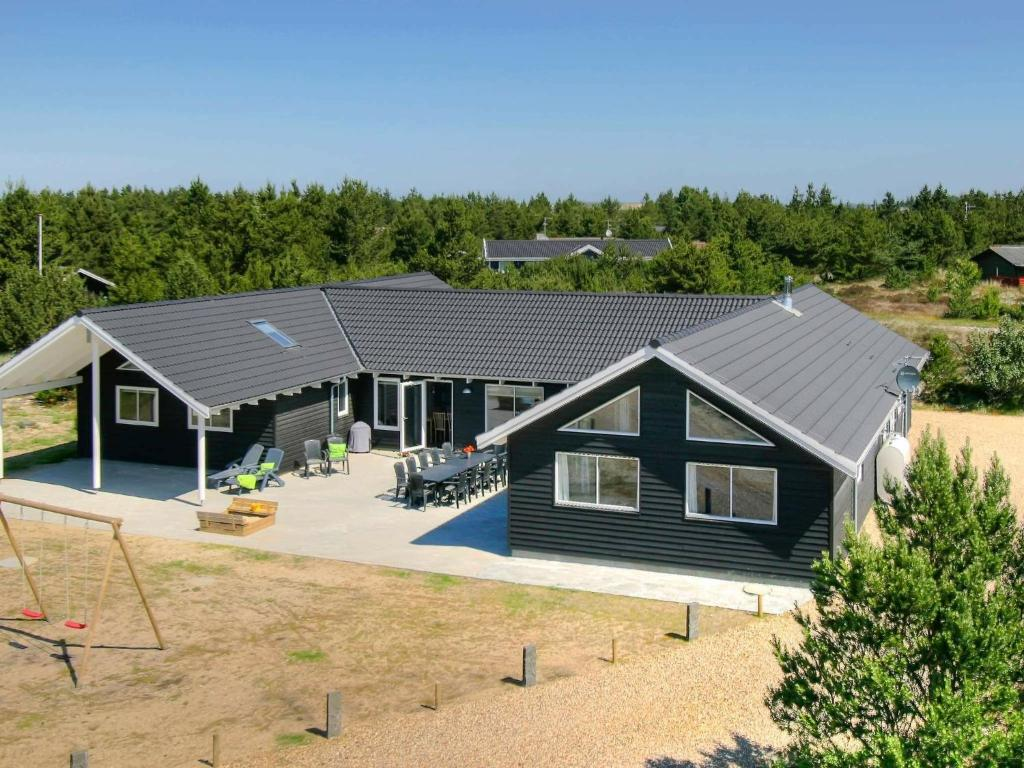 Eight-Bedroom Holiday home in Blåvand 2