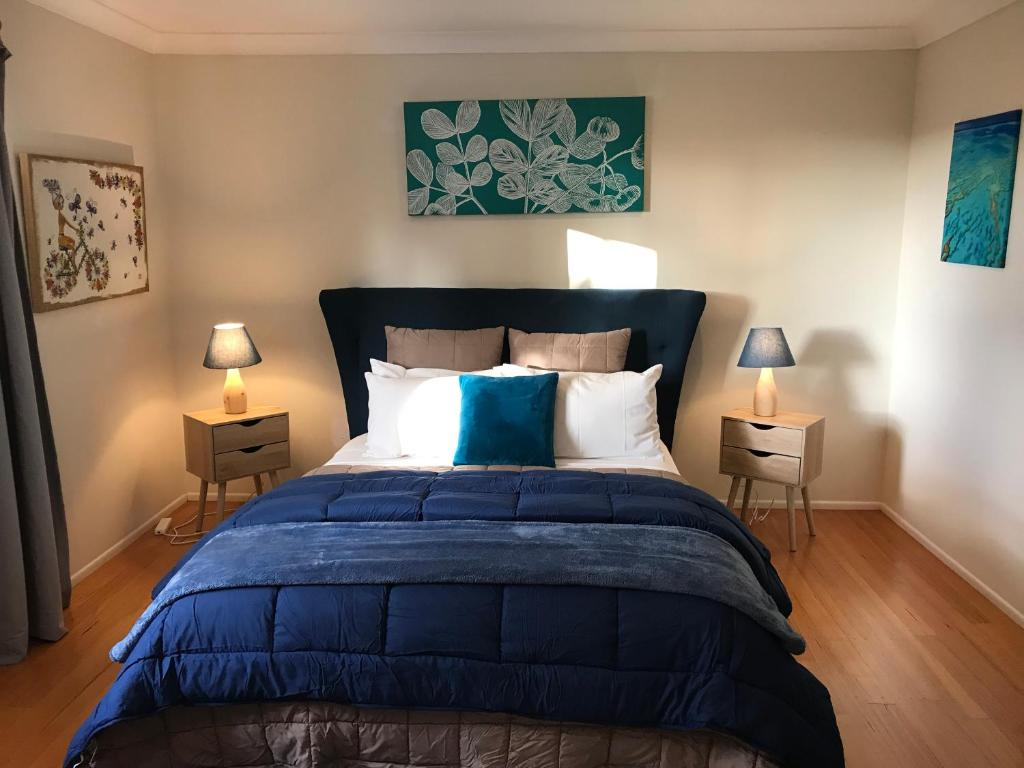 A bed or beds in a room at Villa Alessandra Rooms & Restaurant