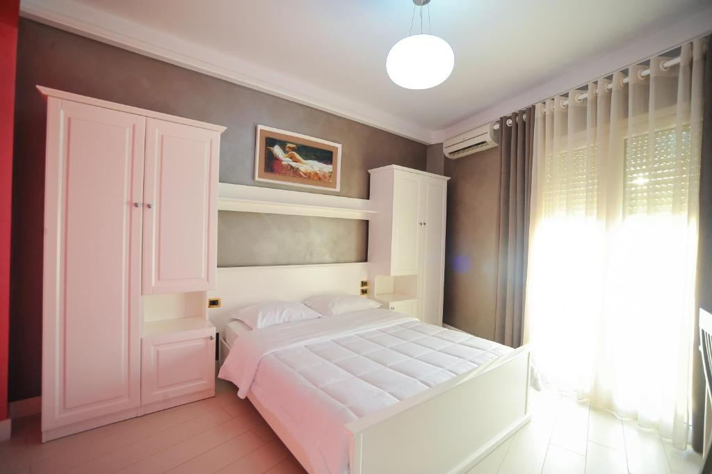 A bed or beds in a room at Iliria Internacional Hotel