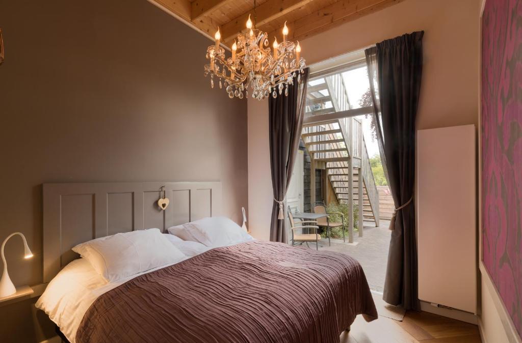 Кровать или кровати в номере De Gouverneur appartement