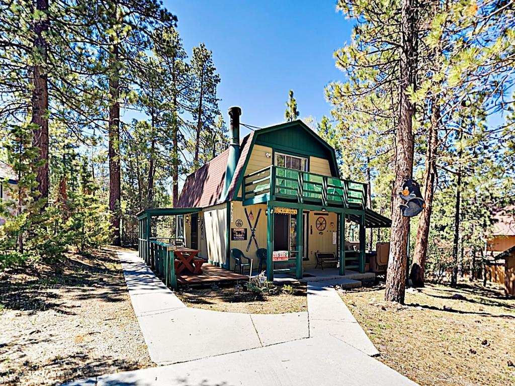 New Listing The Bee Bears Cozy Cabin W Hot Tub Cabin Big Bear Lake Updated 2020 Prices
