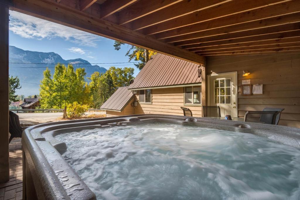 Vista View Chalet - 2 Bed 1 Bath Vacation home in Lake Wenatchee