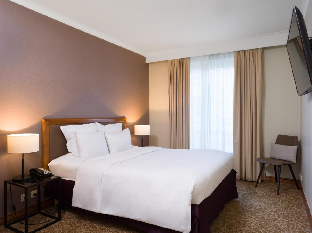 A bed or beds in a room at Marriott Executive Apartments Brussels