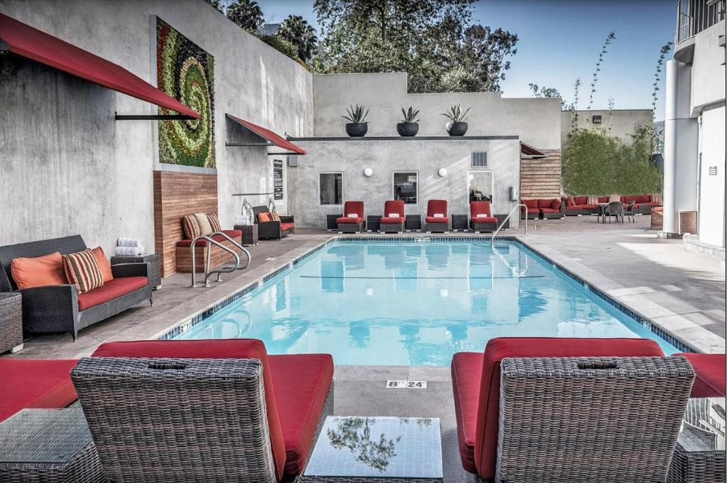 The swimming pool at or close to Hotel Angeleno