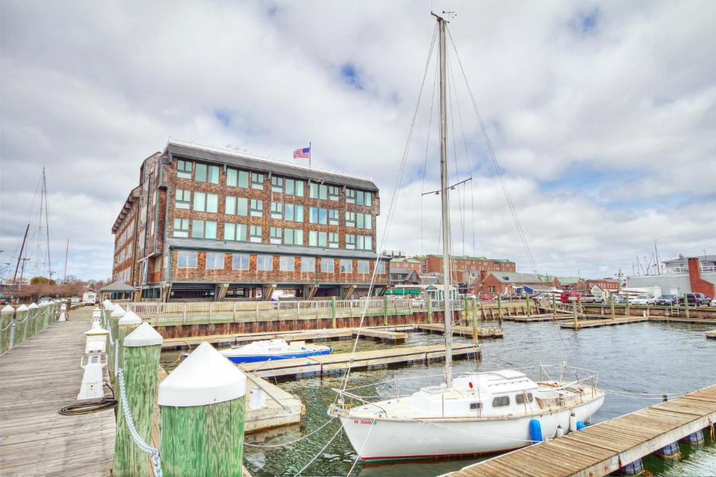 Club Wyndham Inn on Long Wharf
