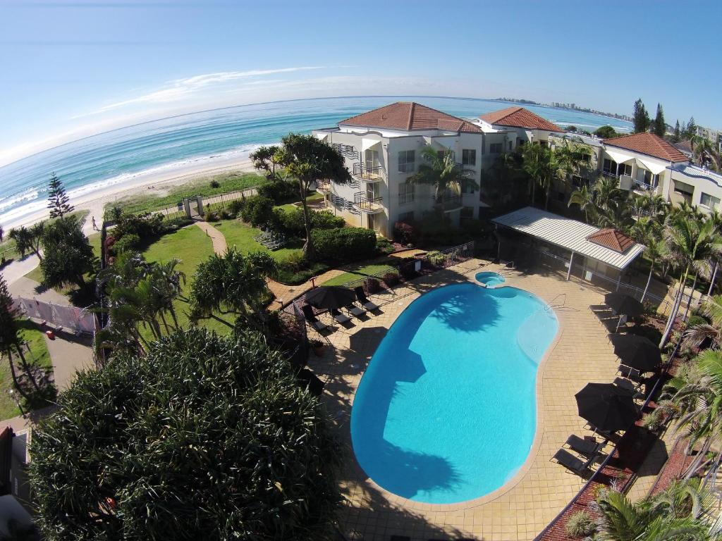 A view of the pool at Golden Riviera Absolute Beachfront Resort or nearby