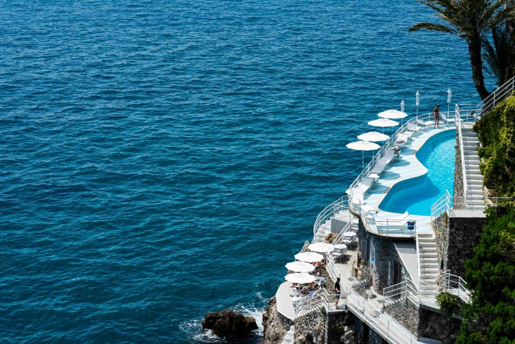 A view of the pool at Hotel Miramalfi or nearby