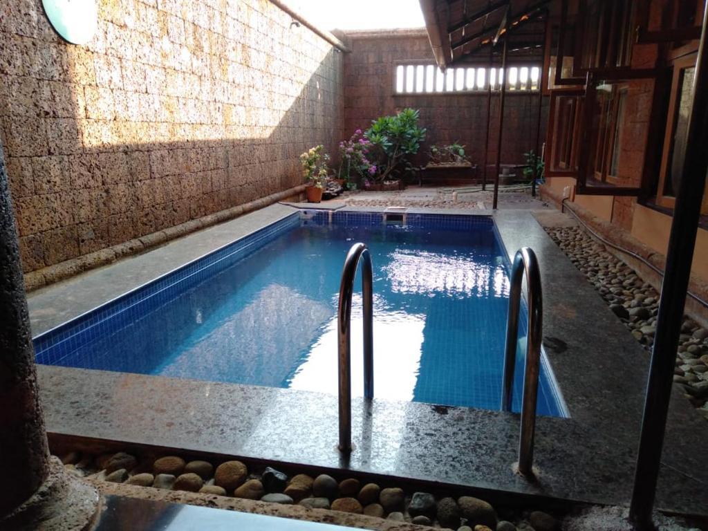The swimming pool at or close to Vamoose Vedic Gokarna