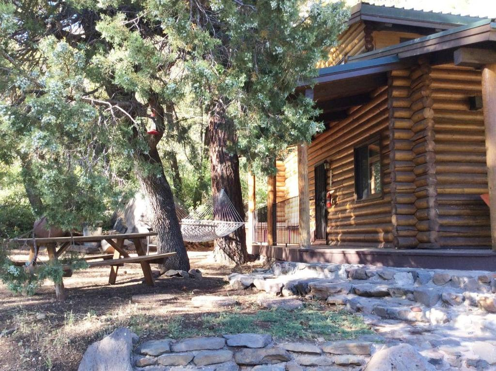 Secluded Sedona Log Cabin with Stunning Views, Close to Creek