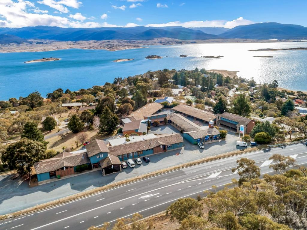 A bird's-eye view of Snowy Valley Jindabyne