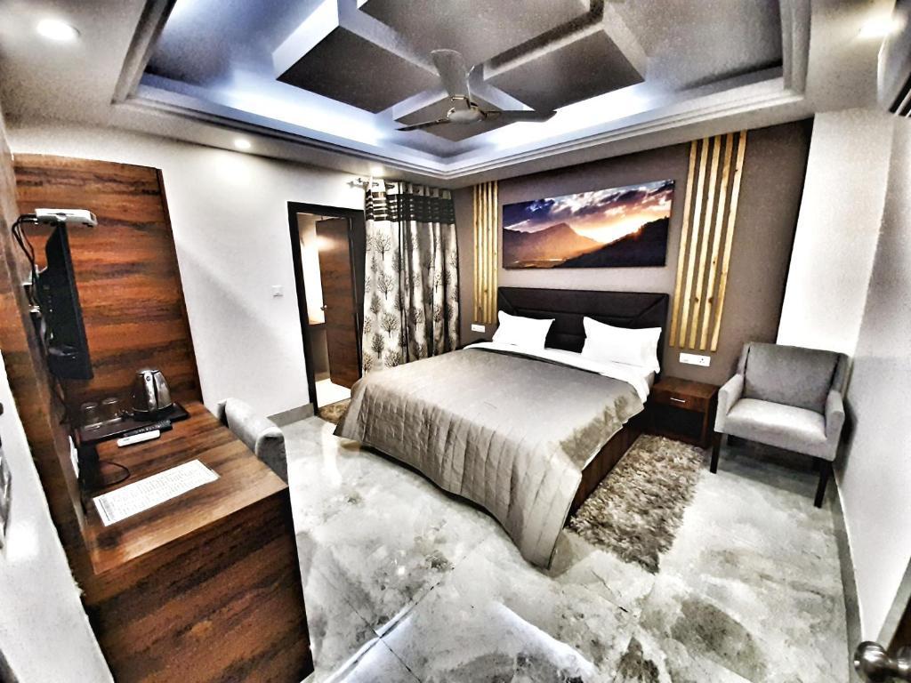 Hotel Aerocity Purple Orchid New Delhi India Booking Com