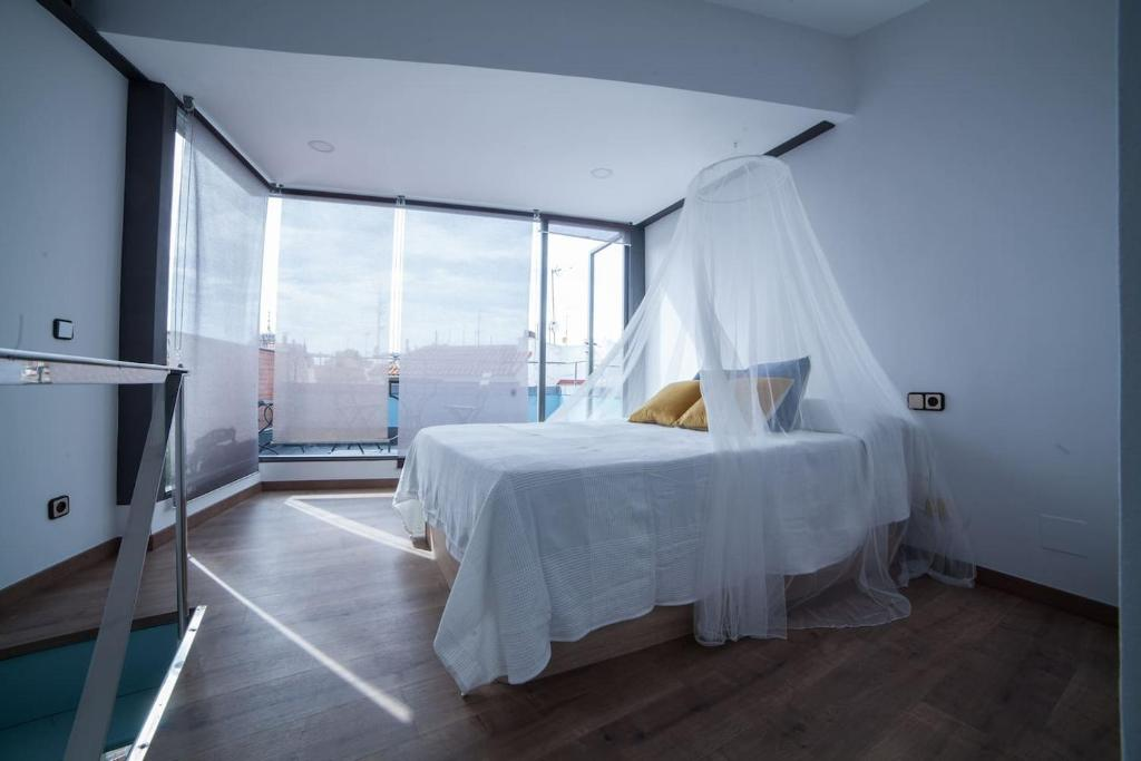 A bed or beds in a room at Apartments Madrid Plaza Mayor-Tintoreros