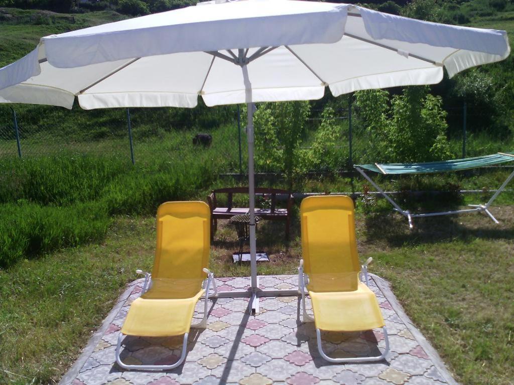 Обои двор, зонт, желтый. Разное foto 15