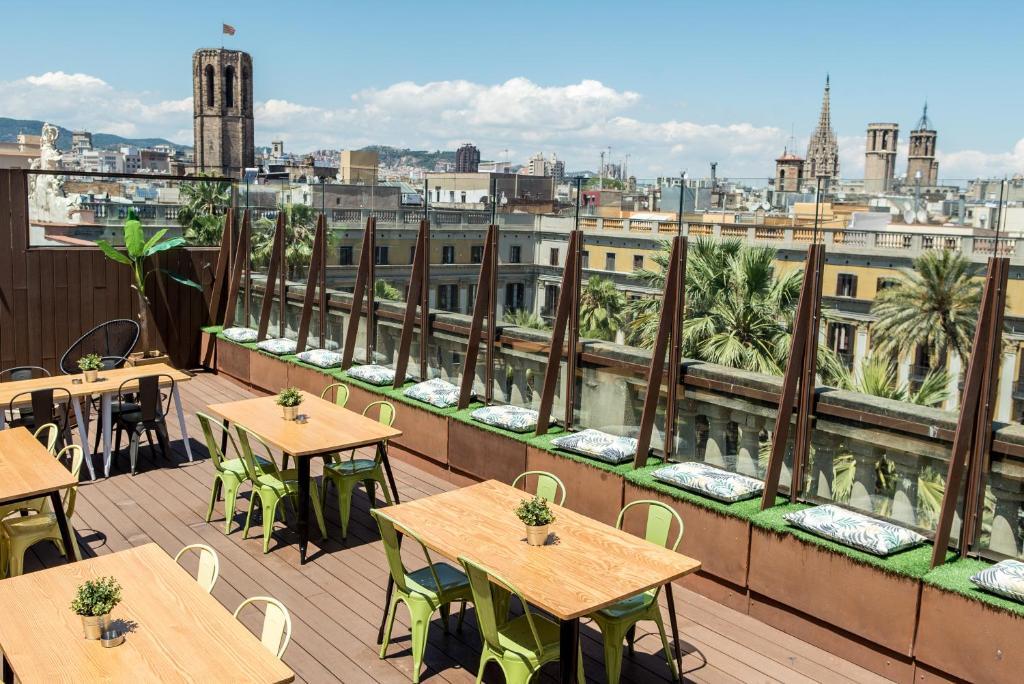 Restaurant ou autre lieu de restauration dans l'établissement Kabul Party Hostel Barcelona