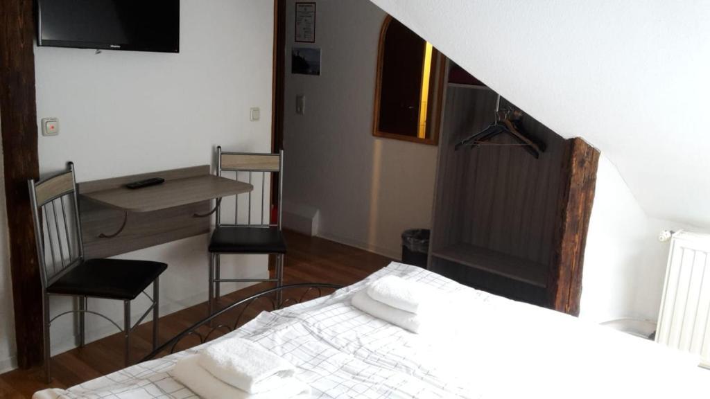 Ein Bett oder Betten in einem Zimmer der Unterkunft Pension Zentrum Riesa