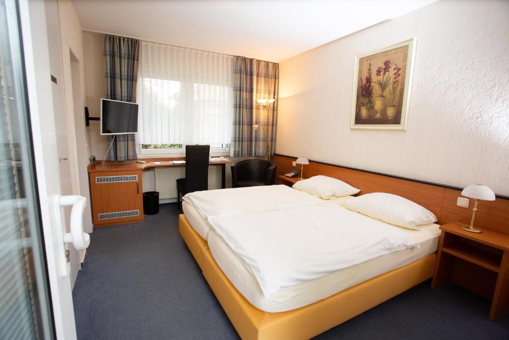 Ein Bett oder Betten in einem Zimmer der Unterkunft Gästehaus Am Vogelsang