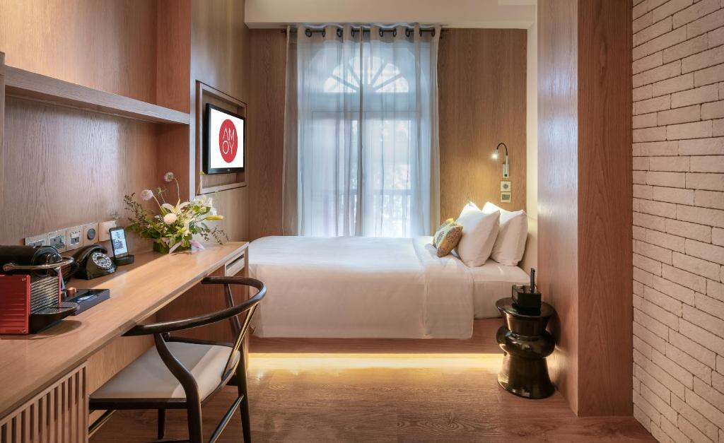 A bed or beds in a room at AMOY by Far East Hospitality (SG Clean)
