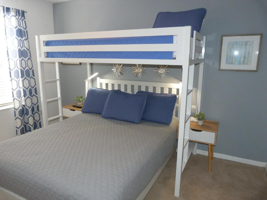 Picture of: Kissimmee Close To All Theme Parks King Bd Queen Bd Loft Bed Toddler Themed Mini Bedroom Low S Kissimmee Updated 2020 Prices