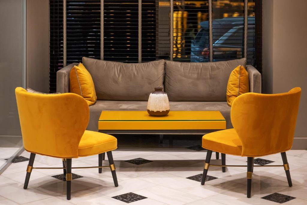 Χώρος καθιστικού στο Pantheon City Hotel