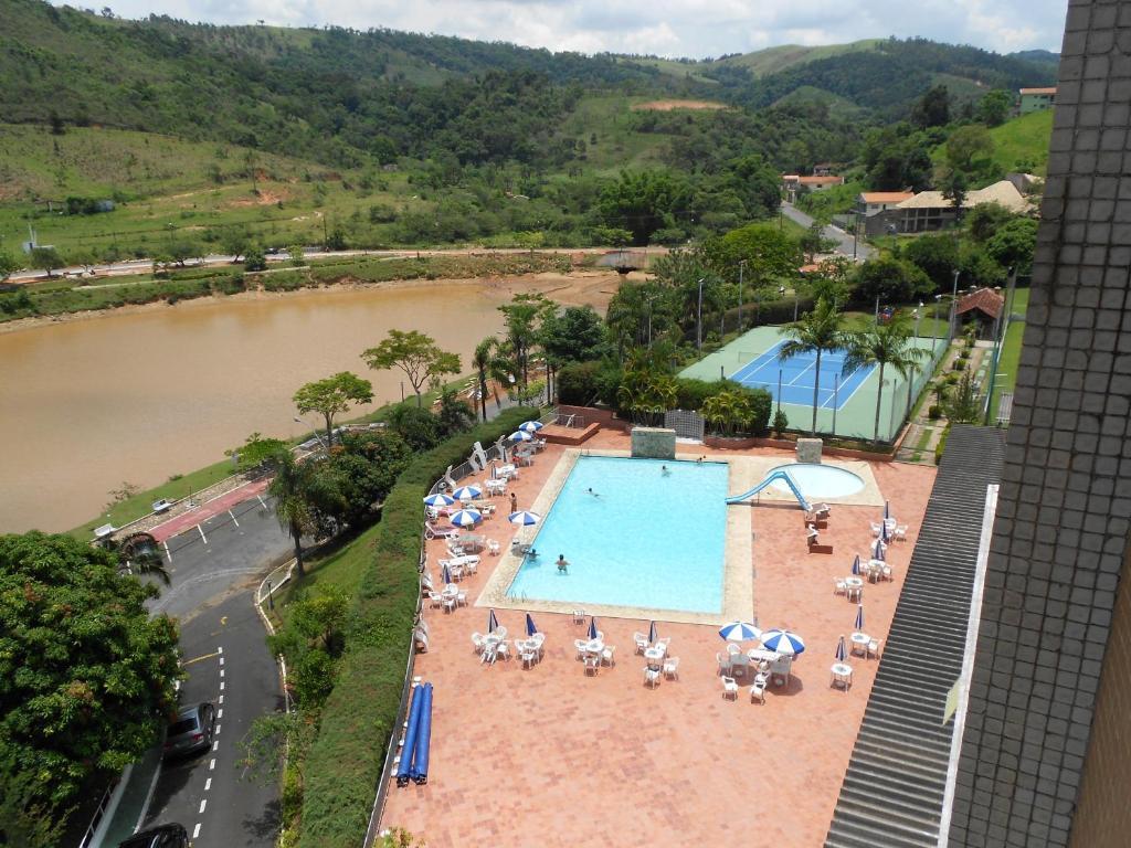 Uma vista da piscina em Flat no Hotel Cavalinho Branco ou nos arredores