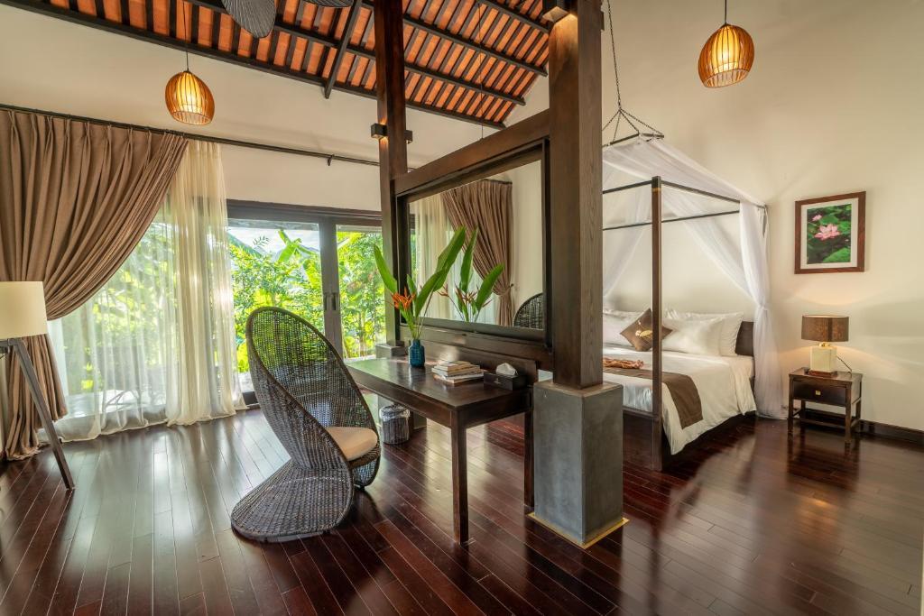 A seating area at Aravinda Resort Ninh Binh