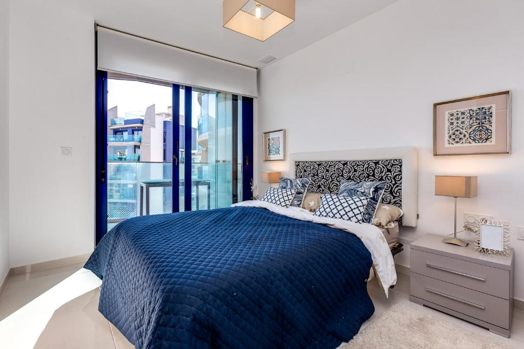 A bed or beds in a room at Amazing SeaView Sea Senses