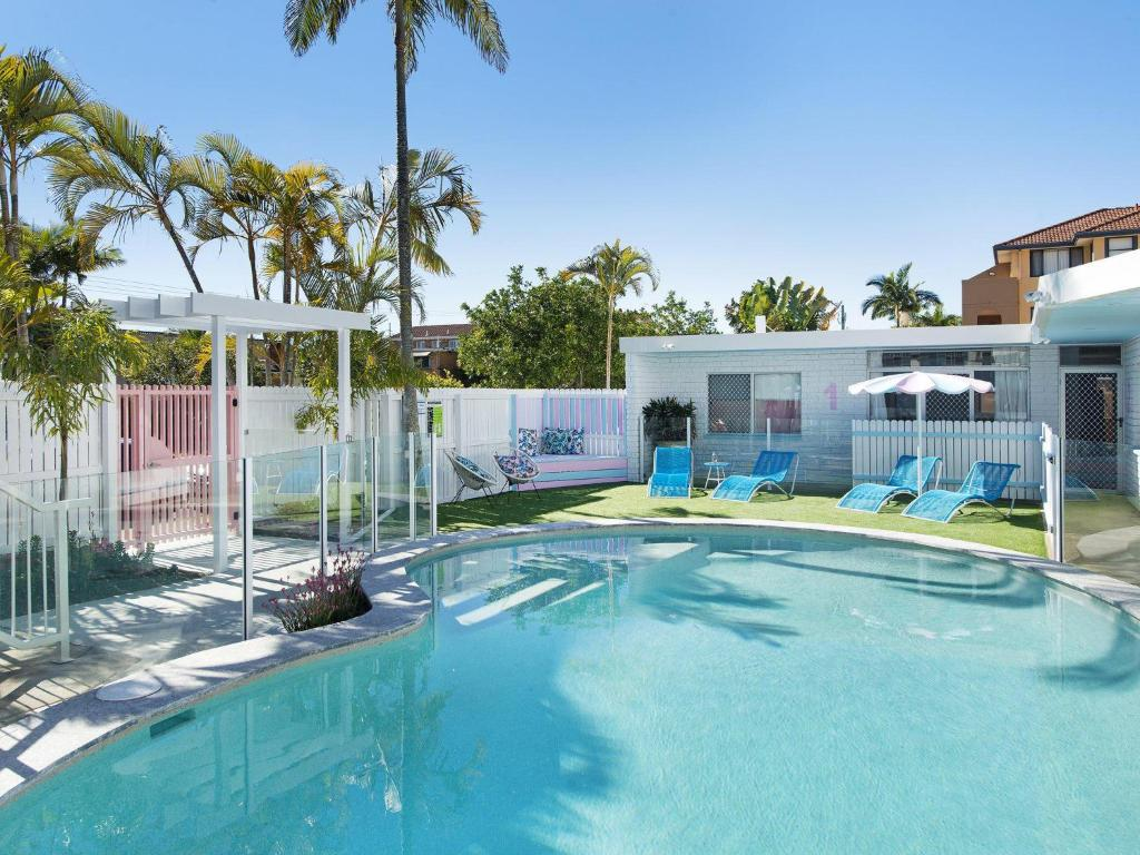The swimming pool at or near Ventura Beach Motel 2 Bedroom Poolside