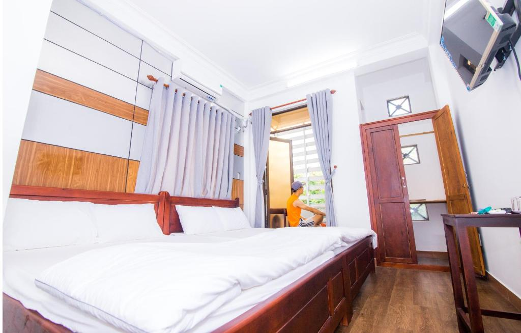 A bed or beds in a room at Thành đạt Homestay