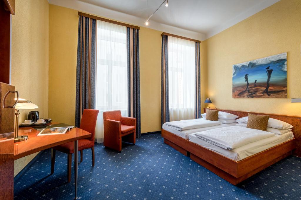 מיטה או מיטות בחדר ב-Hotel Nestroy Wien