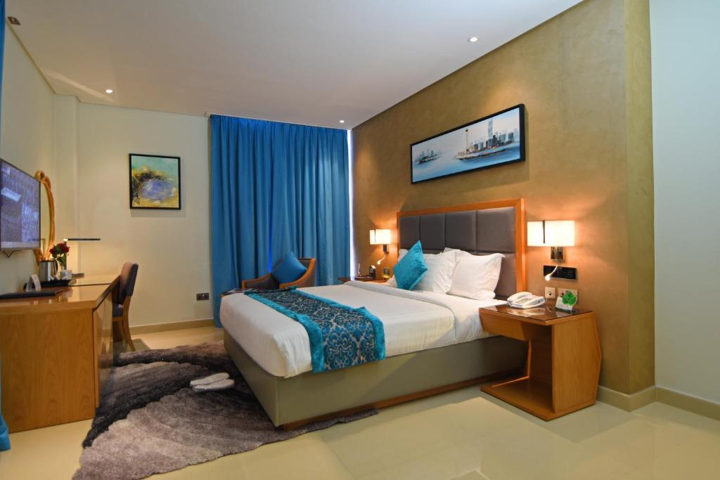 A bed or beds in a room at Meshal Hotel