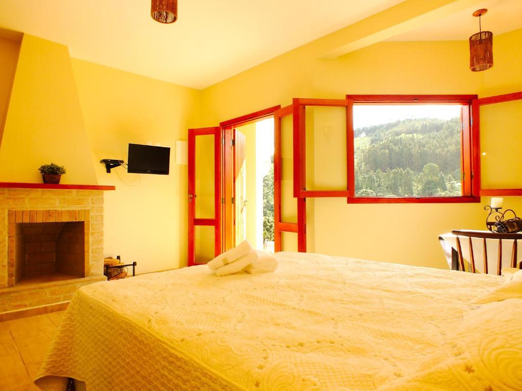 Cama ou camas em um quarto em Pousada Vista da Serra Monte Verde