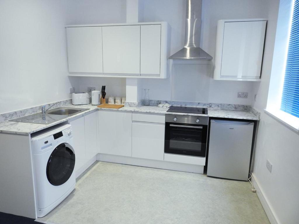 A kitchen or kitchenette at 239 Hessle road